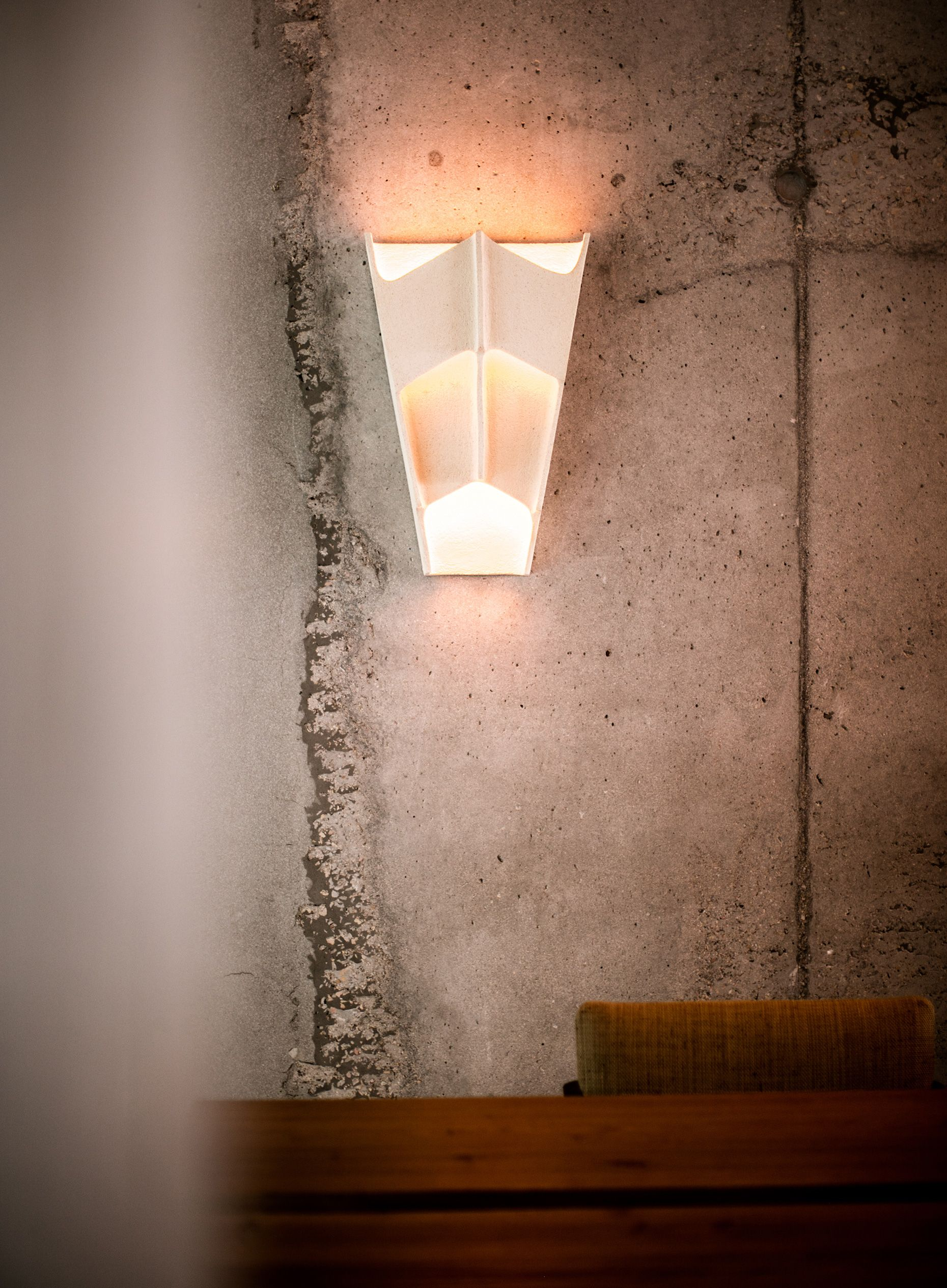 hotel-les-roches-rouges-lamp-386